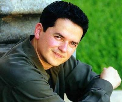 Danilo Montero con el rostro sonrojado