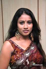 KAVUSIKA-hot-in-Saree-South Actress-2