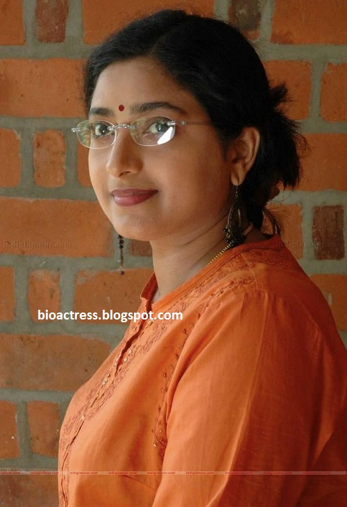 South indian mallu serial actress Praveena hot gallery