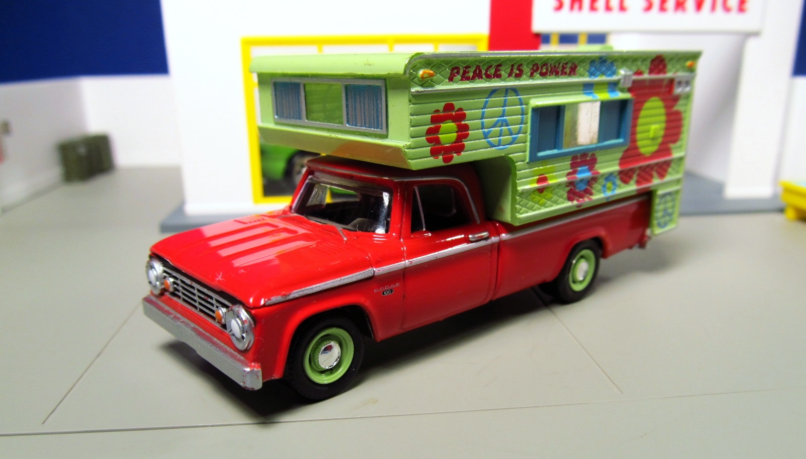 From greenlight diorama 1965 dodge d 100 hippy camper pickup greenlight dodge hippy camper truck publicscrutiny Choice Image