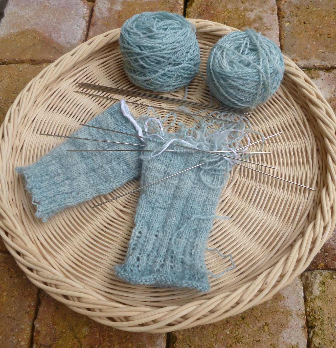 Knitting Unraveling Stitches : The Spinning Shepherd ? La Bergere Filandiere: Sheep to Sweater Sunday n? 120...