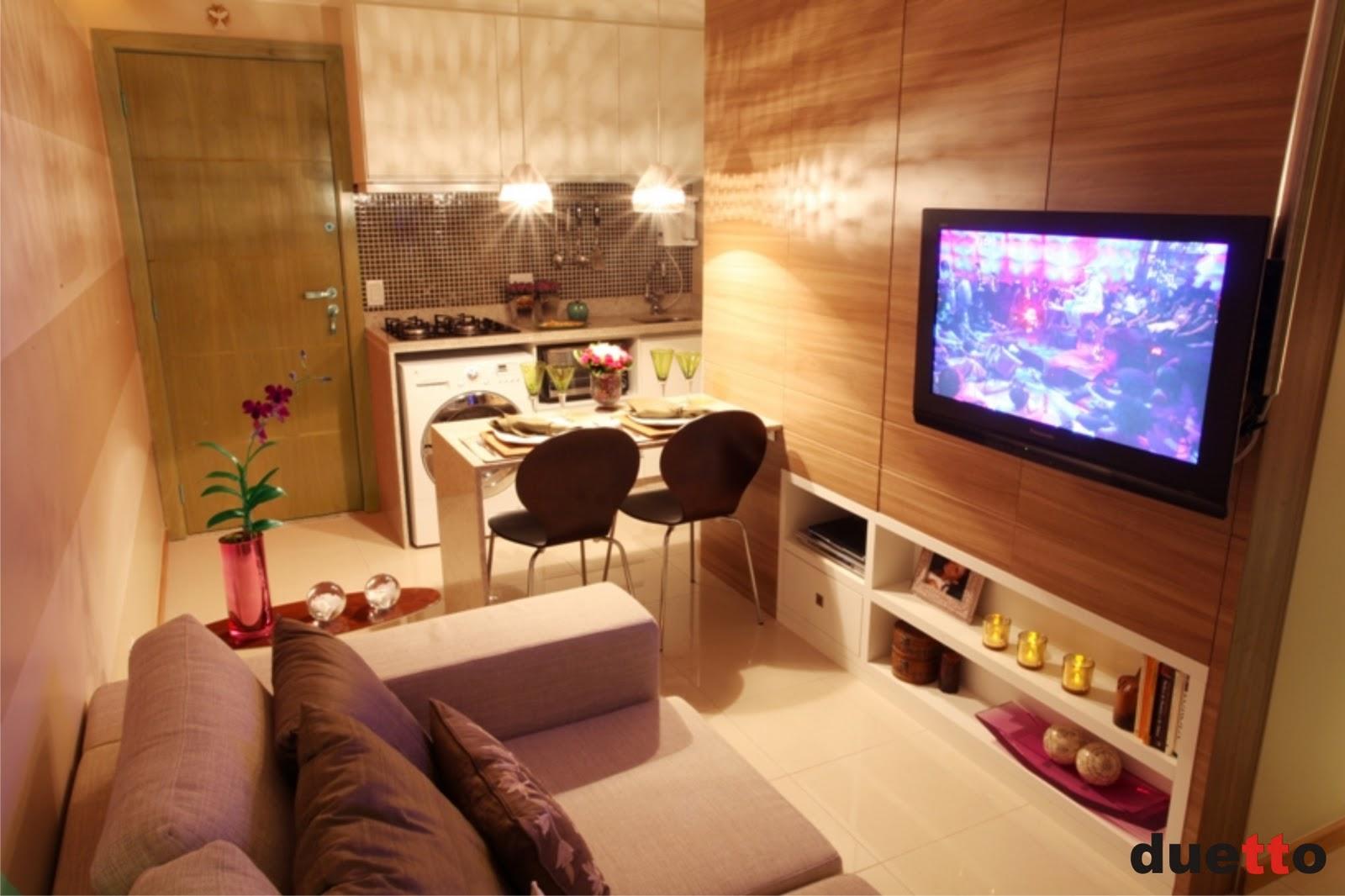 decoracao cozinha flat:No painel da sala escondem-se nichos de diversos tamanhos.