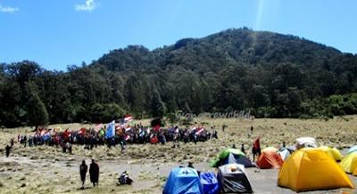 upacara kemerdekaan di gunung semeru