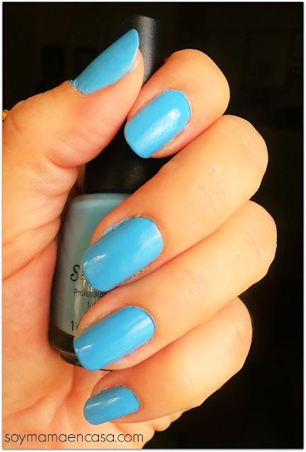 esmalte de uñas azul nails