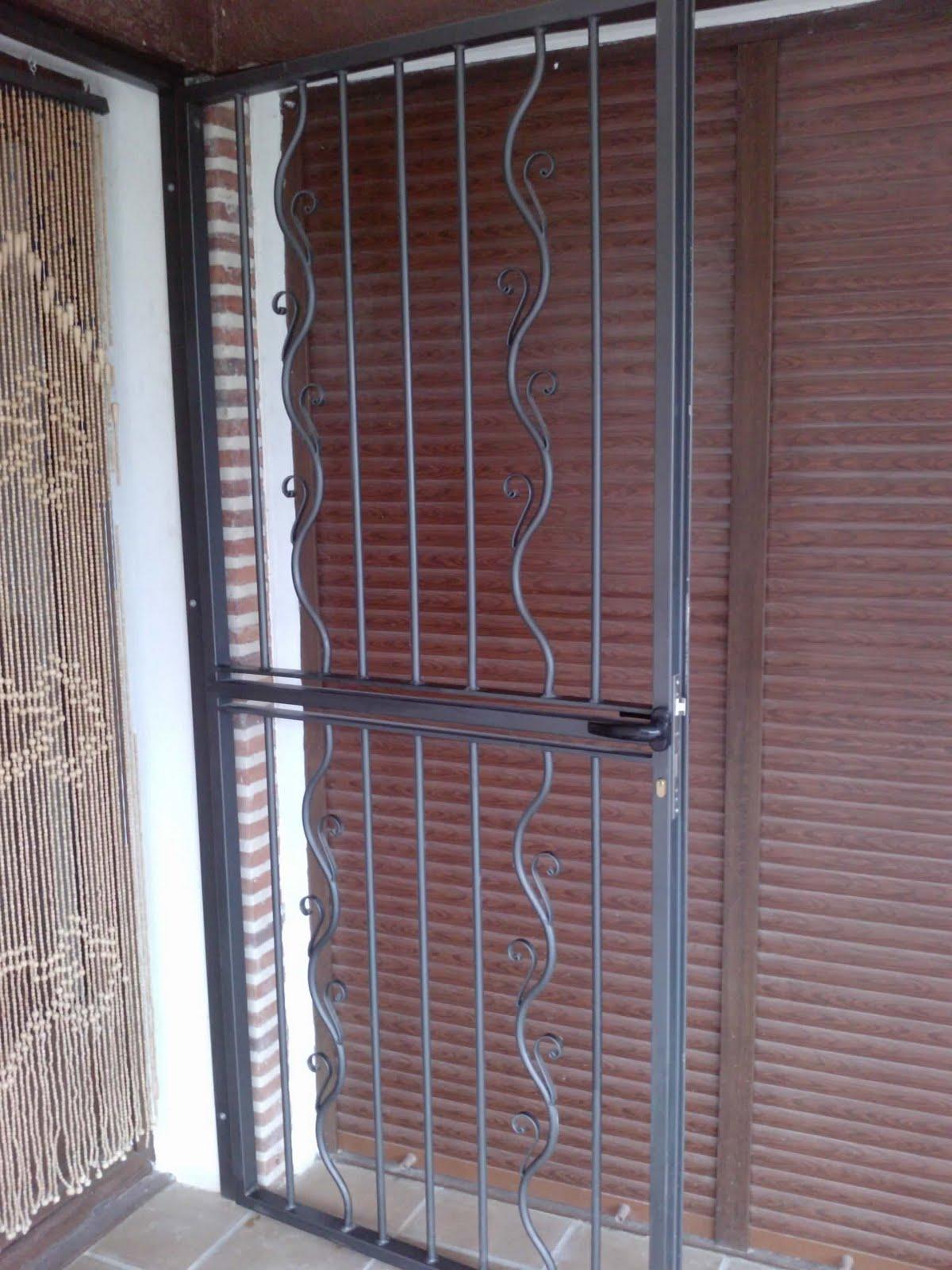 Norbel carpinteria met lica y acero inoxidable barandilla for Puerta balcon
