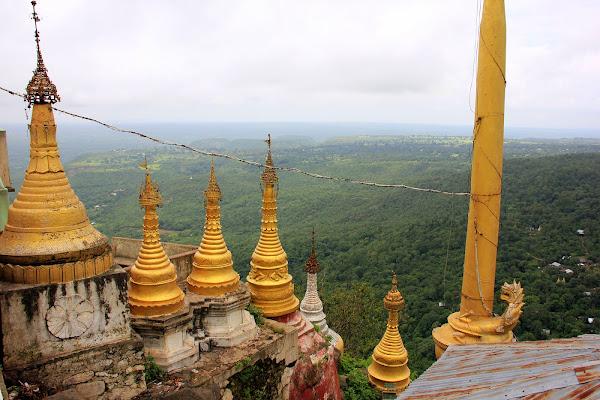 Estupas budistas - Monte Popa - Myanmar