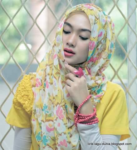 Indah Nada Puspita Hijab Scarf