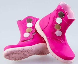 Gambar Sepatu Boots Untuk Anak Perempuan