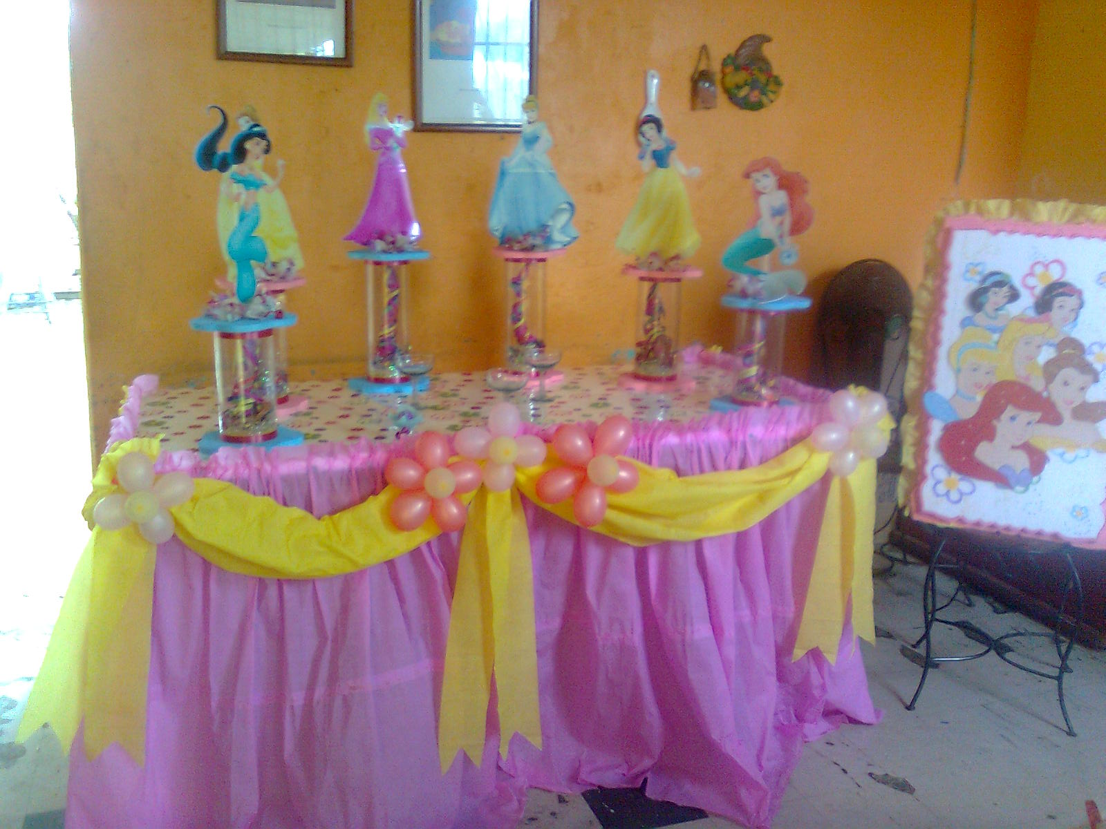 "Party & Piñatas ""Variedades Dana's"": Princesas Disney"