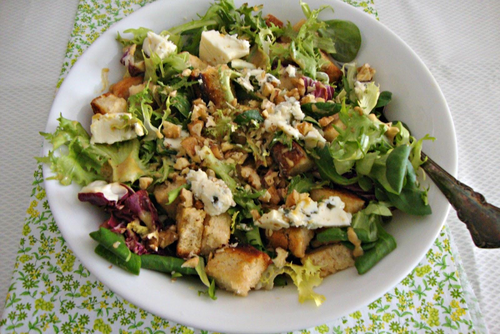 Az car y sal en tu cocina ensalada r stica con roquefort for Cocina 5 ingredientes jamie oliver