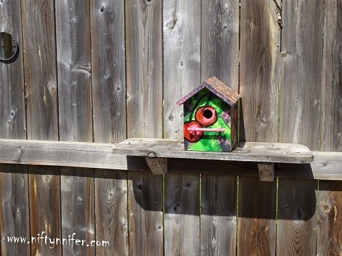 Craft ~Diy Painted Bird House  http://www.niftynnifer.com/2014/05/diy-painted-bird-house-craft-by.html