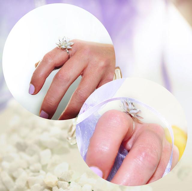 weiß-silber Ring getragen