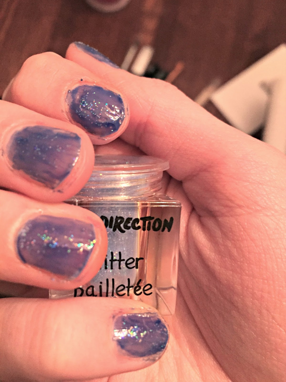sparkle-toping-for-nail-polish-ice-blue