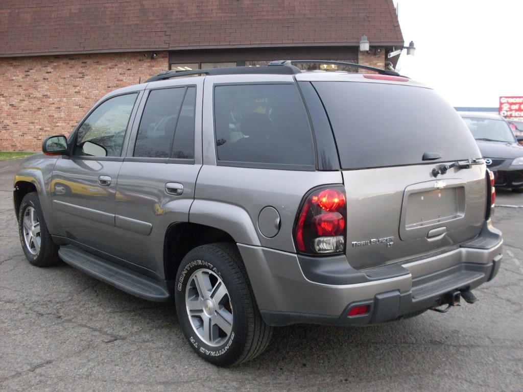 Ride Auto: 2005 Trailblazer grey