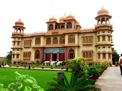 exterior of mohatta palace and museum in pakistan