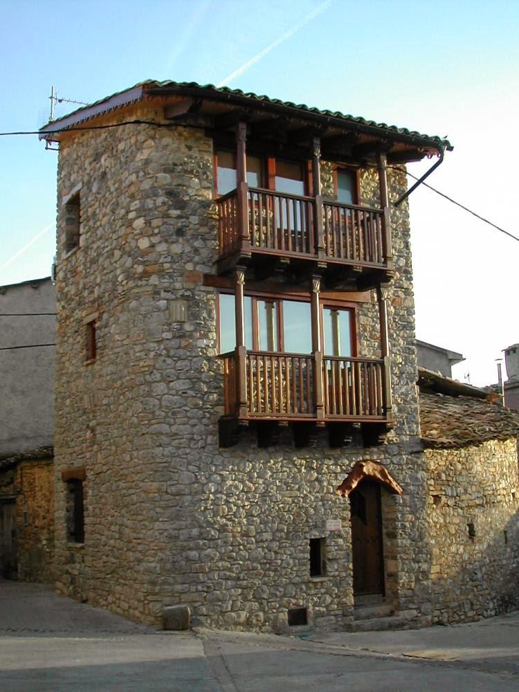Casa de pueblo hecha de piedra restaurada en España