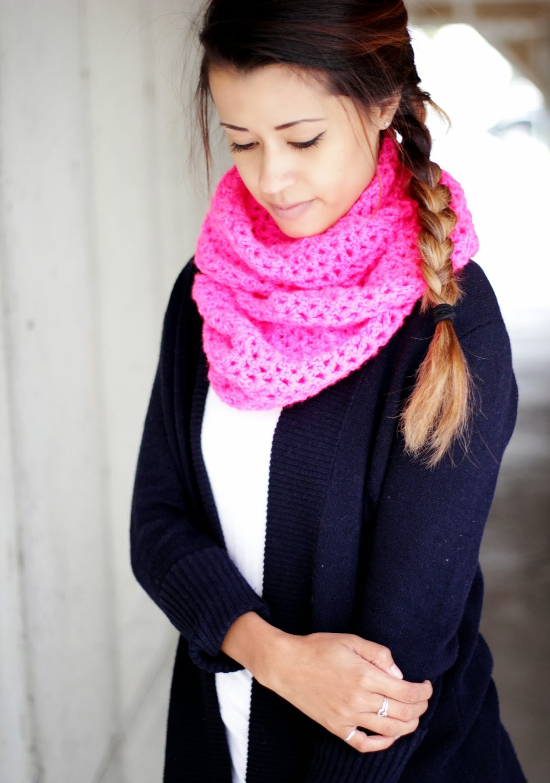 how to wear bright pink scarf