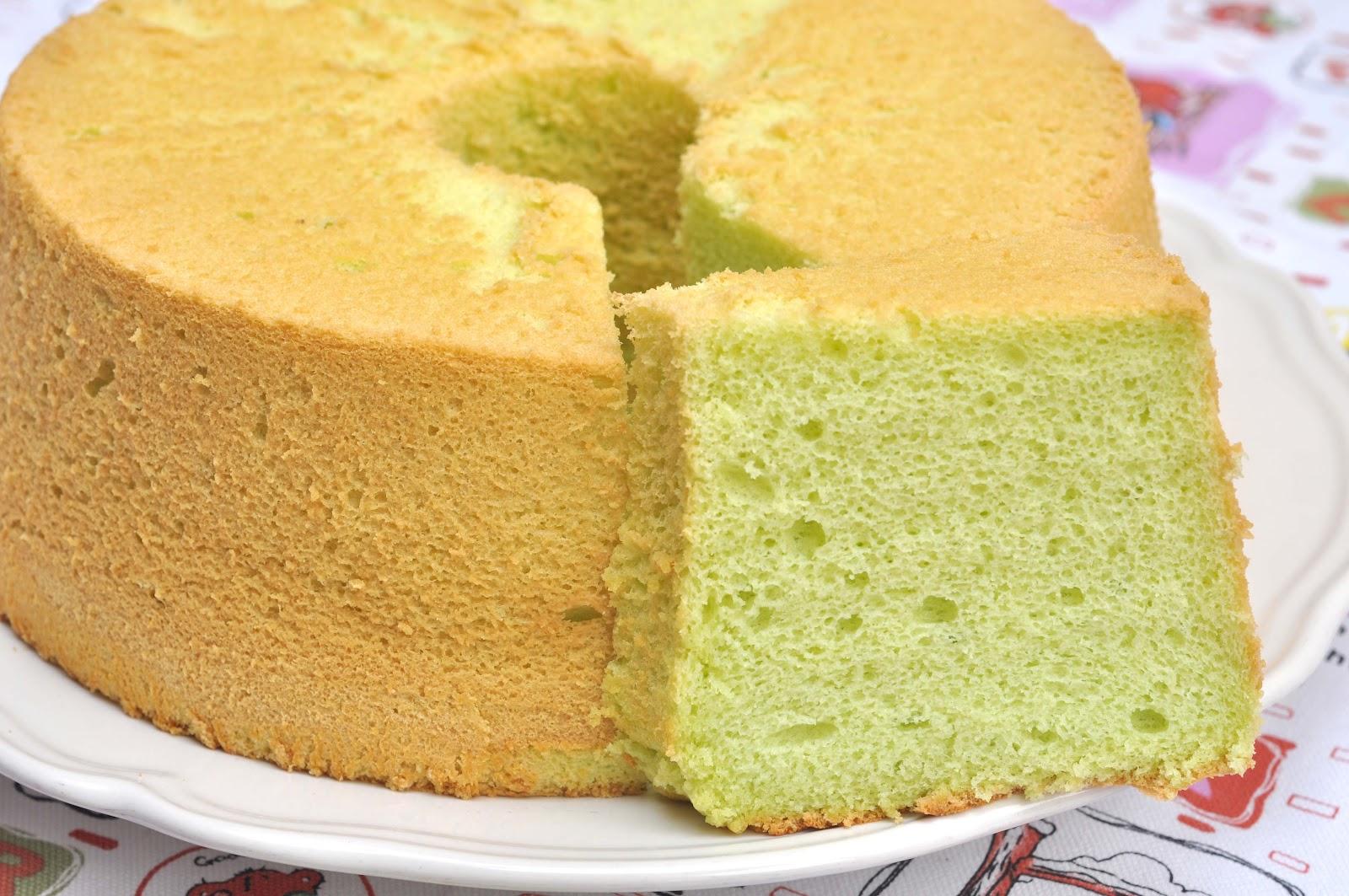 Veronica's Kitchen: Pandan Chiffon Cake - 香兰叶戚风蛋糕