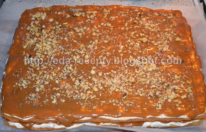 Торт Сникерс: намазать коржи кремом
