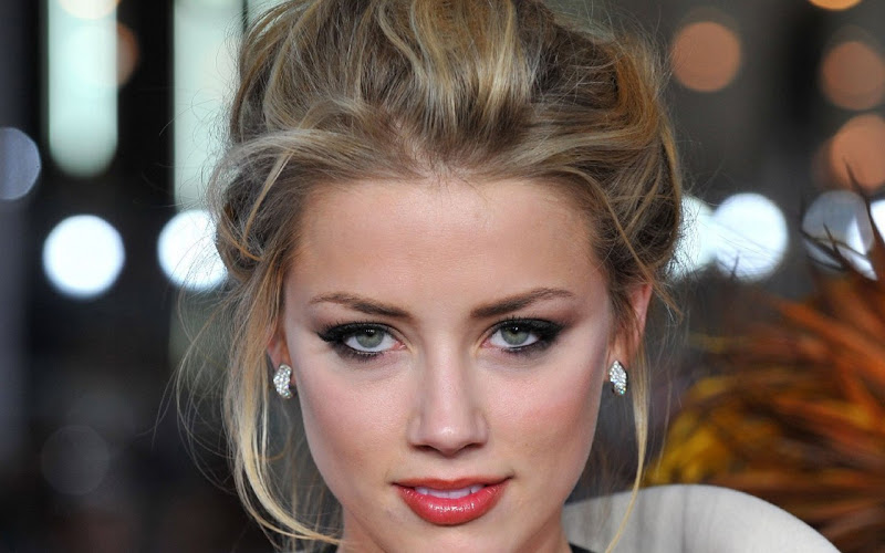 amber heard have beautiful eyes as you can see in the picture below title=