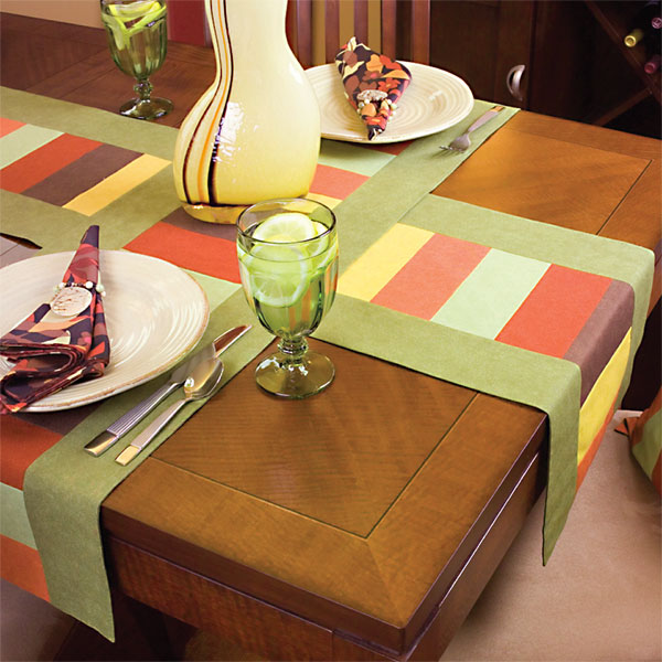 Most Important Thing Is The Use Of Crockery Or Dinner Set One Can Colored That Complements Dining Table Mats Runners White