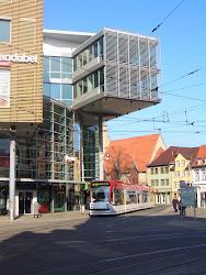 Der Erfurter Anger ist die Drehscheibe aller Straßenbahnlinien.