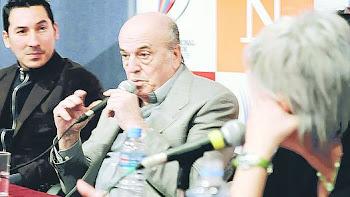 DOS GENERACIONES. ARIEL ARDIT (IZQ.) Y RAUL GARELLO, EN PLENO DEBATE