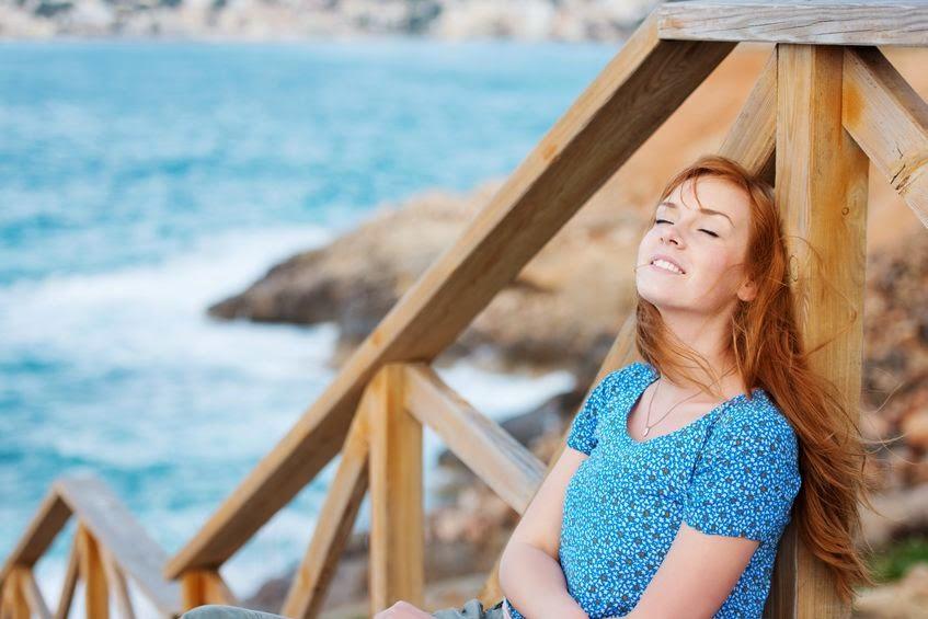 piękna dziewczyna nad morzem
