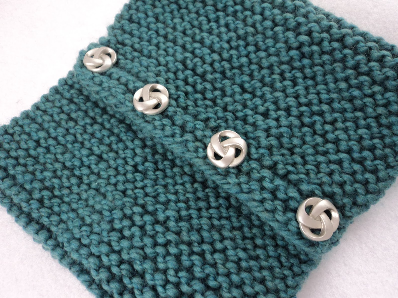 moniqueraedesigns: New* FREE Button Cowl Knit Pattern