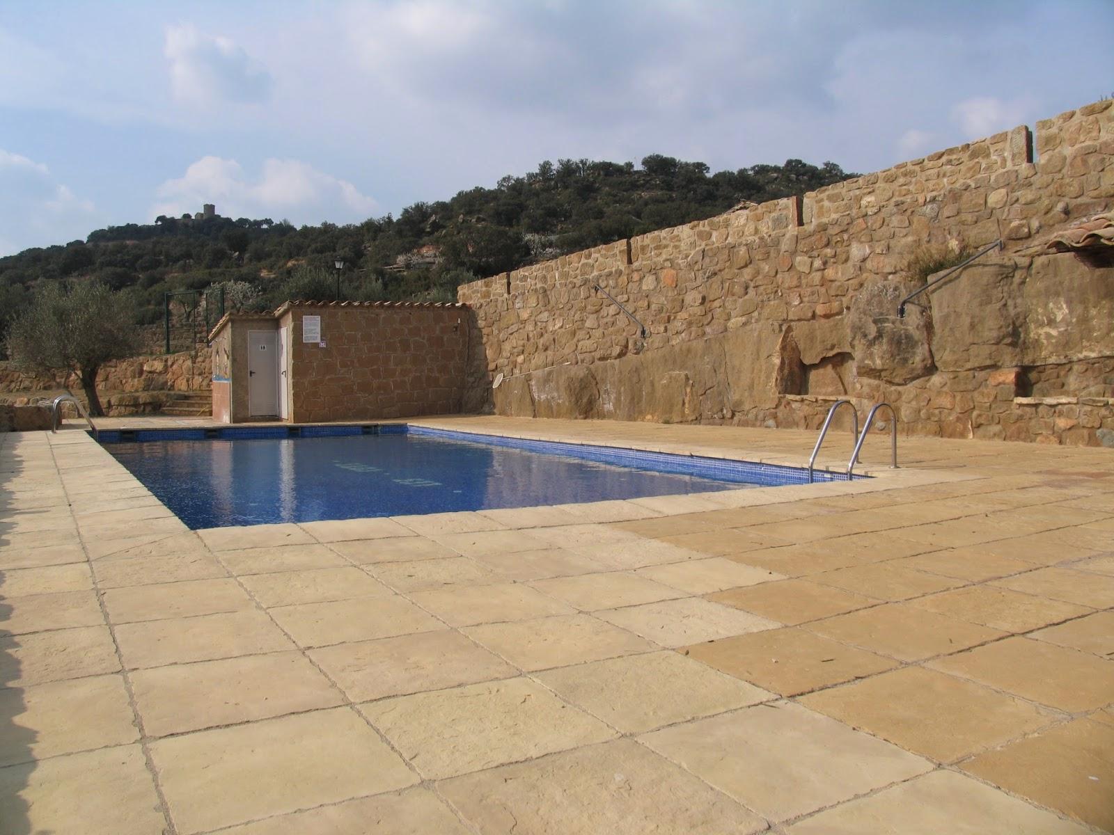Ruralverd casa rural lloberola segarra 33208 for Casa rural catalunya piscina