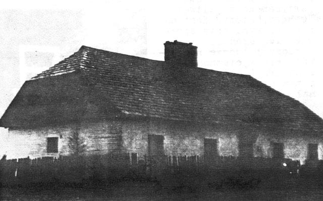 Wąsosz Stara Wieś, budynek Publicznej Szkoły Powszechnej. Fotografia z ok. 1930 roku, zamieszczona w gazetce Ziarno.