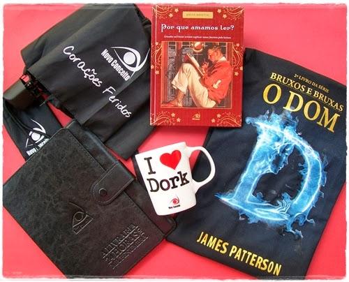 """Por que amamos ler? * Camiseta de """"O Dom"""" * Caneca de """"Os Adoráveis"""" * Sombrinha de """"Corações Feridos"""" * Capinha de """"A livraria 24 hs. do Mr.Penumbra"""""""