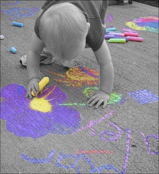 Criança colorindo seu mundo