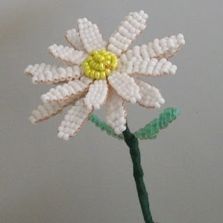Цветок ромашка из бисера