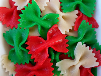 christmas bows-red and green dyed pasta