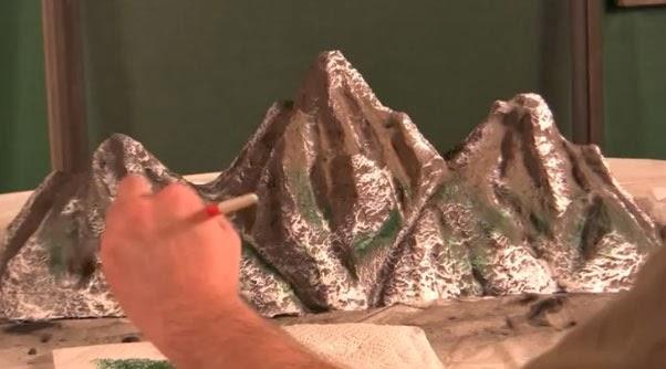 acabado y retoque de la maqueta de montaña