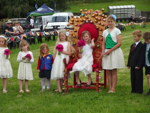 Langdale Gala 2014 Queen and attendants