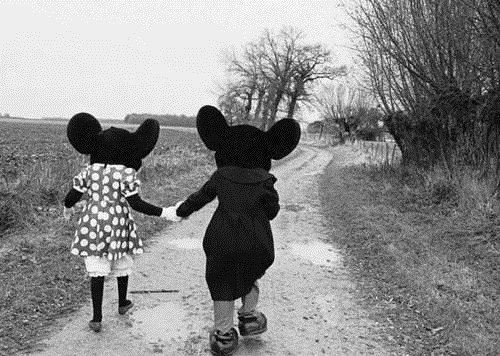 mickey y minnie de la mano