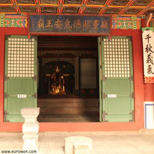 Figura del guerrero chino Guan Yu