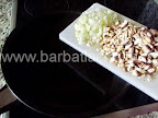 Clatite brasovene cu ciuperci si carne preparare reteta umplutura - punem la calit ceapa si ciupercile
