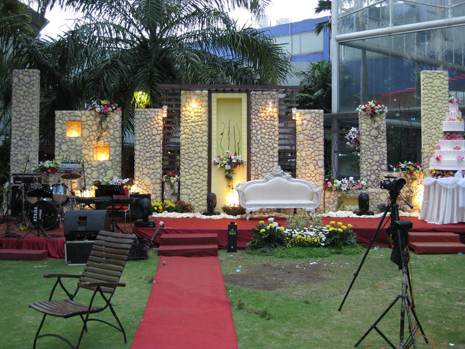 Wedding ideas concept of outdoor wedding decorations for Backyard engagement party decoration ideas