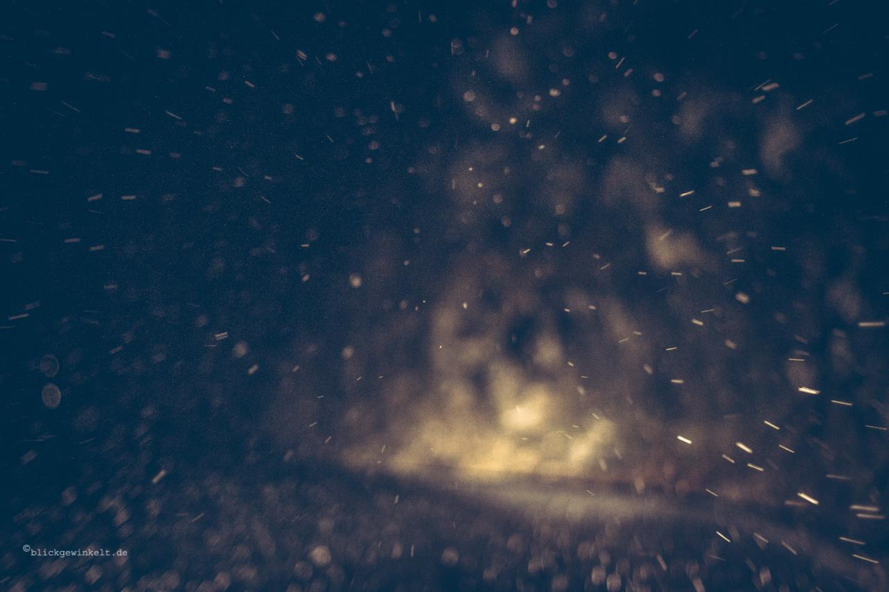 Schneegestöber bei Nacht