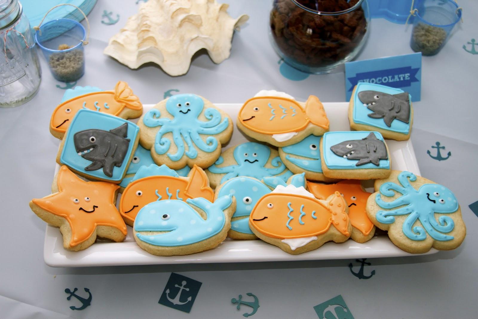 魚の絵が描かれたアイシングクッキー