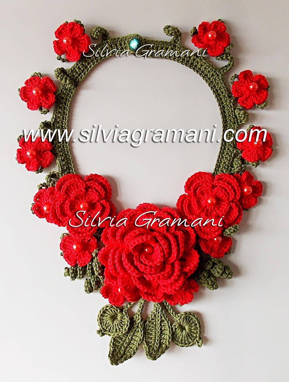 Colar de Crochê com Flores