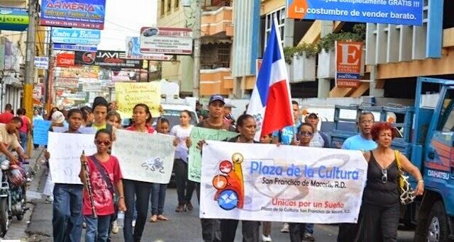 Con desfile cultural exigirán Plaza de la Cultura en SFM