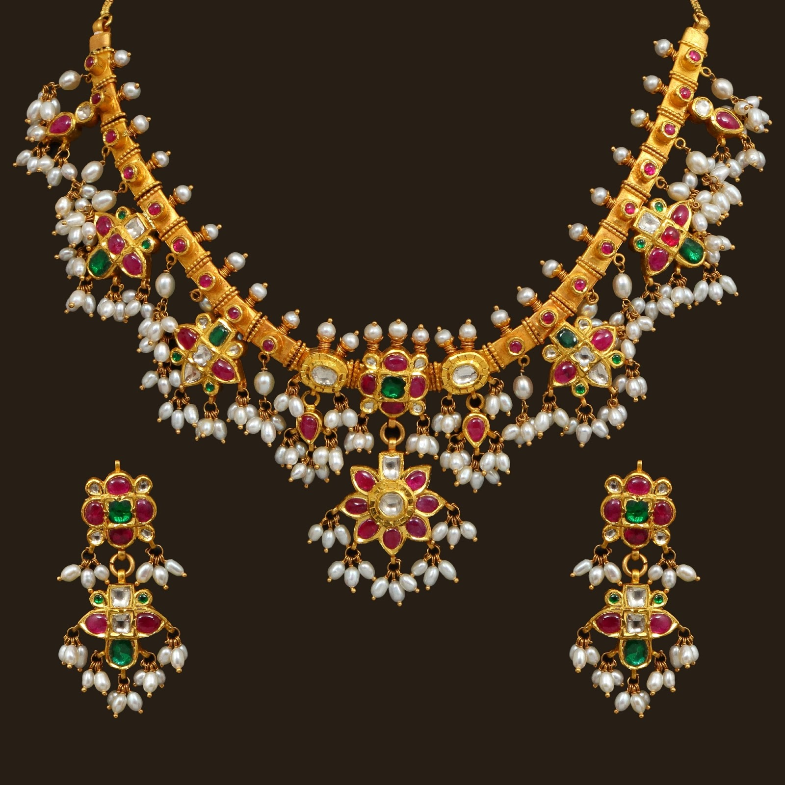 Vummidi Necklace models