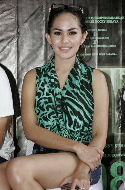 Foto Hot Kartika Putri