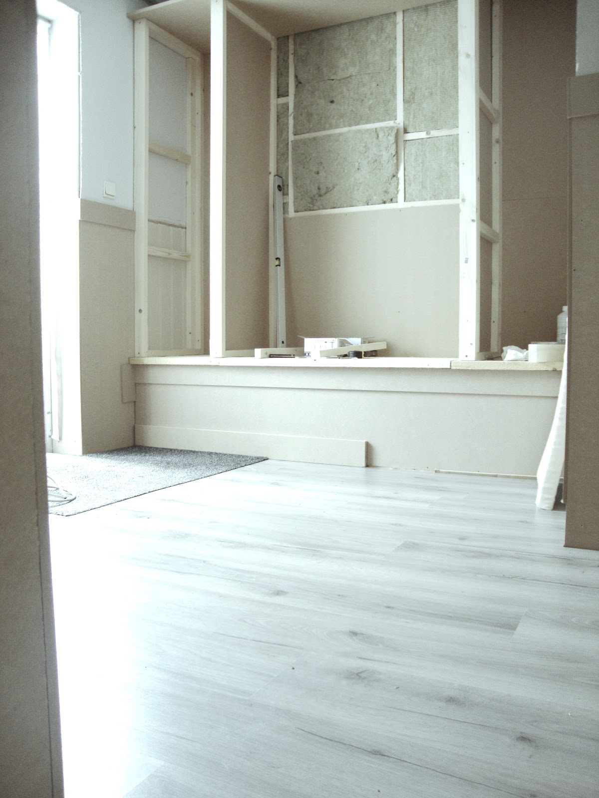 Landelijk wonen update hal in landelijke stijl - Schilderen voor entree en hal ...