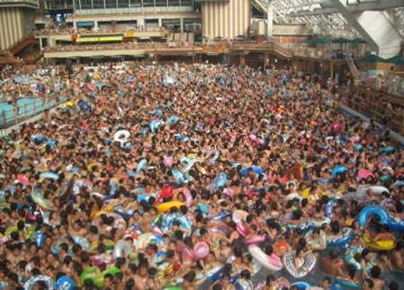 Inilah Kolam Renang Terunik di Dunia