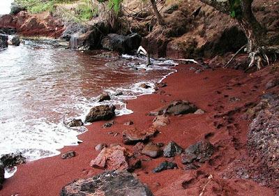 شاطئ كايهالولو الأحمر